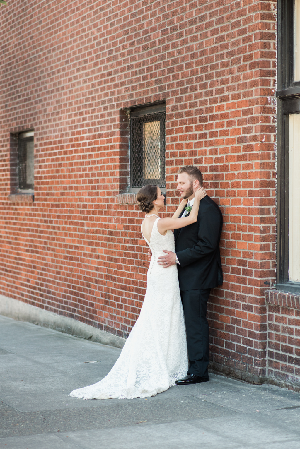 Modern_Coopers_Hall_ Wedding__Lauryn_Kay_Photography-10-15